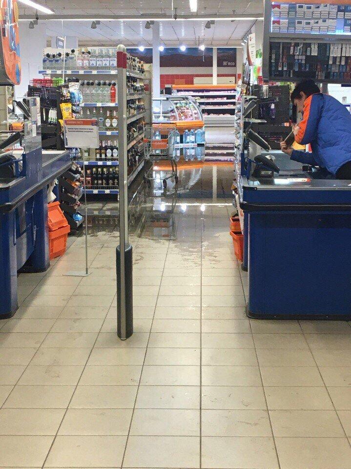 В Мелитополе затопило крупный торговый центр (видео), фото-2