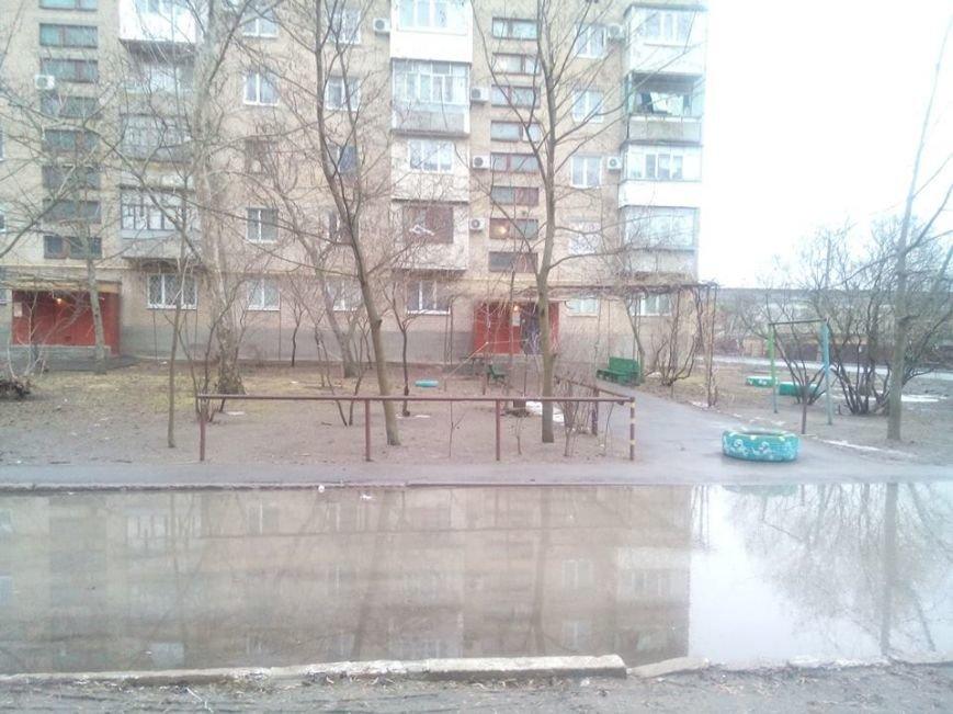 """Дорожный экстрим: на ул. Гетманской """"утонул"""" двор, фото-2"""