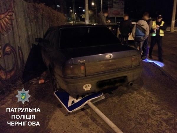 В Чернигове из-за гололеда случилась авария, фото-1
