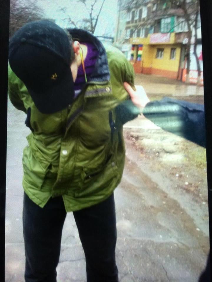 В Мариуполе находчивая сотрудница  аптеки помогла задержать грабителя (ФОТО), фото-2