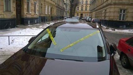 В Одессе машины невоспитанных водителей обклеят скотчем с презервативами (ФОТО), фото-1
