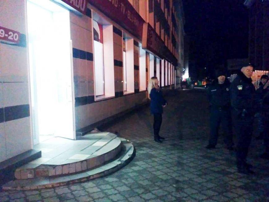 В центре Херсона горел магазин бытовой техники (фото), фото-1