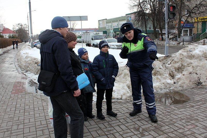«Ну, там же зелёный!». Полицейские учат белгородцев переходить дорогу по-новому, фото-5