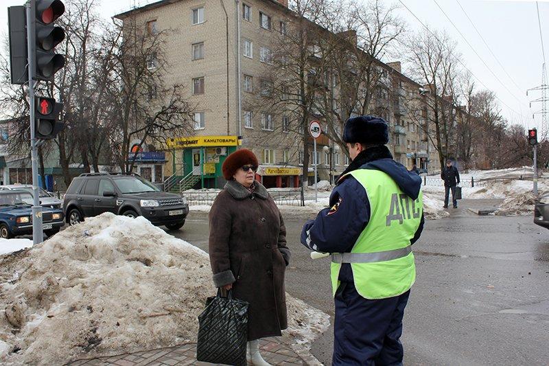 «Ну, там же зелёный!». Полицейские учат белгородцев переходить дорогу по-новому, фото-3
