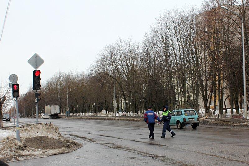 «Ну, там же зелёный!». Полицейские учат белгородцев переходить дорогу по-новому, фото-2
