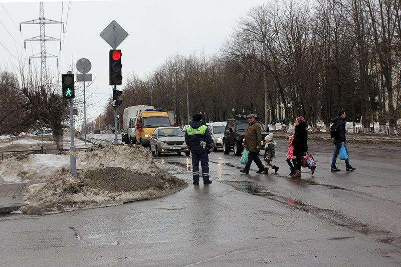 «Ну, там же зелёный!». Полицейские учат белгородцев переходить дорогу по-новому, фото-7