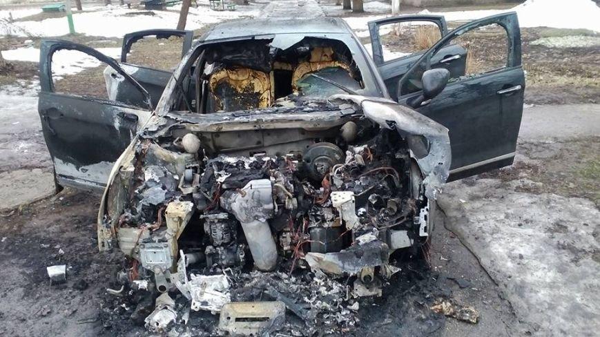 В Каменском снова сожгли машину редактору газеты, фото-1