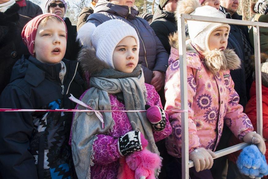 Белгородцы попрощались с зимой и сожгли Масленицу. Фоторепортаж, фото-2