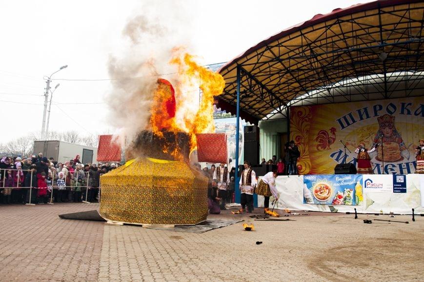 Белгородцы попрощались с зимой и сожгли Масленицу. Фоторепортаж, фото-16