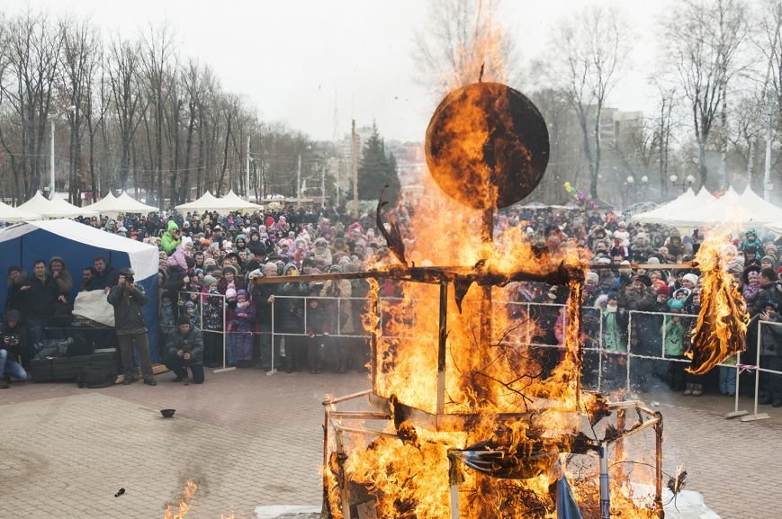 Белгородцы попрощались с зимой и сожгли Масленицу. Фоторепортаж, фото-17