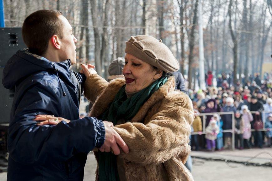 Белгородцы попрощались с зимой и сожгли Масленицу. Фоторепортаж, фото-12
