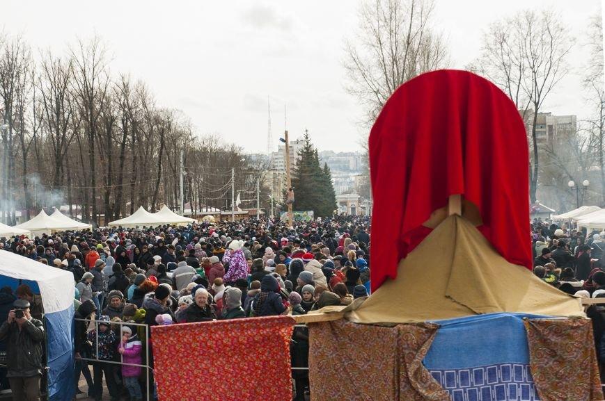Белгородцы попрощались с зимой и сожгли Масленицу. Фоторепортаж, фото-13