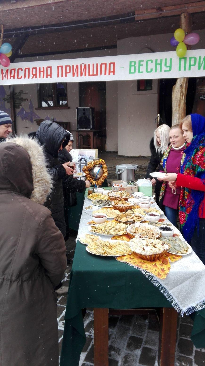 На Масляну у Новограді-Волинському збирали пожертви для атошника, який потребує лікування, фото-3