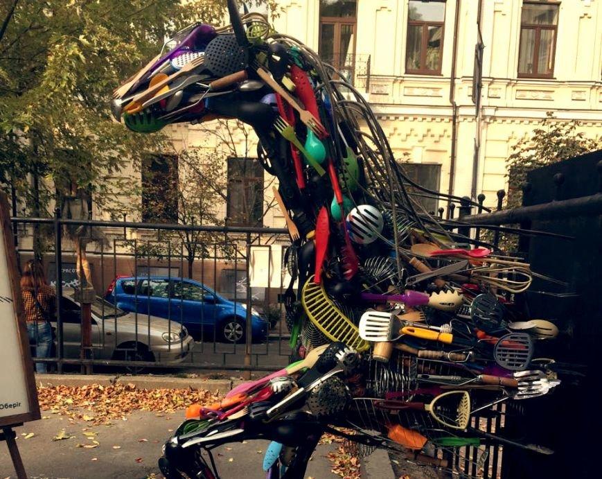 Секретный дворик: в Киеве восстановят скульптуру читающего робота (ФОТО), фото-6