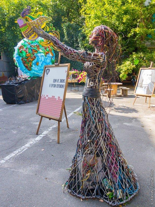 Секретный дворик: в Киеве восстановят скульптуру читающего робота (ФОТО), фото-3