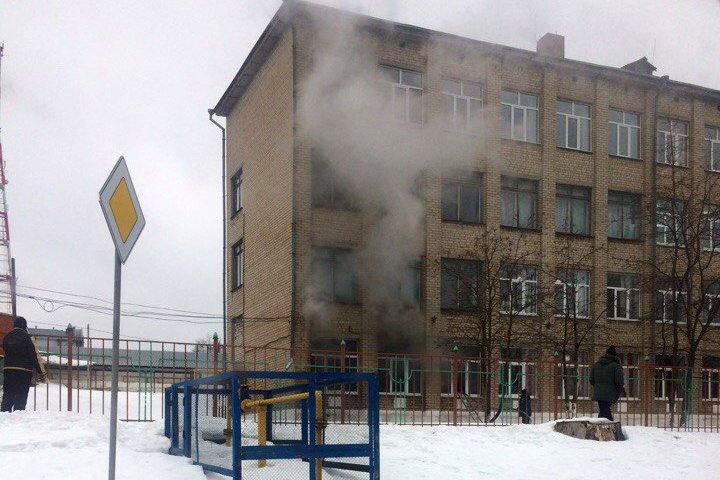 В Старом Осколе из горящего здания школы эвакуировали 306 человек, фото-1