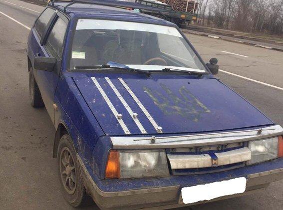 На Херсонщине полиция остановила машину с целым набором запрещенного (фото), фото-1