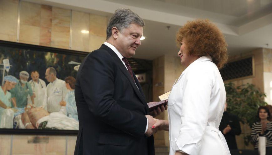 Президент Украины вручил награду тяжело раненному бойцу, жителю Криворожья Евгению Гальченко, фото-2