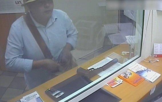Полиция просит опознать серийного грабителя банка (ФОТО, ВИДЕО), фото-3