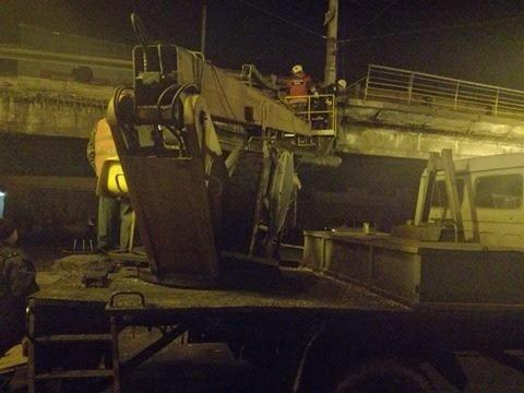 Спасатели начали демонтаж разрушенных кусков моста (ФОТО), фото-3