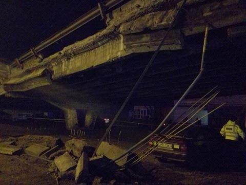 Спасатели начали демонтаж разрушенных кусков моста (ФОТО), фото-5