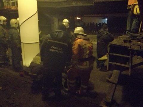 Спасатели начали демонтаж разрушенных кусков моста (ФОТО), фото-4