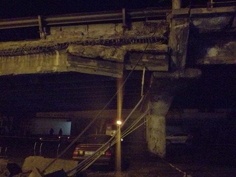 Спасатели начали демонтаж разрушенных кусков моста (ФОТО), фото-6