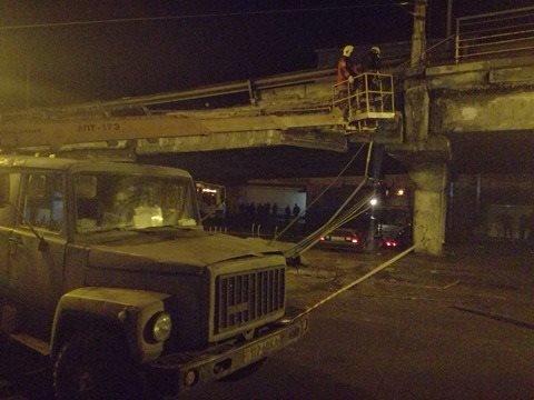 Спасатели начали демонтаж разрушенных кусков моста (ФОТО), фото-8