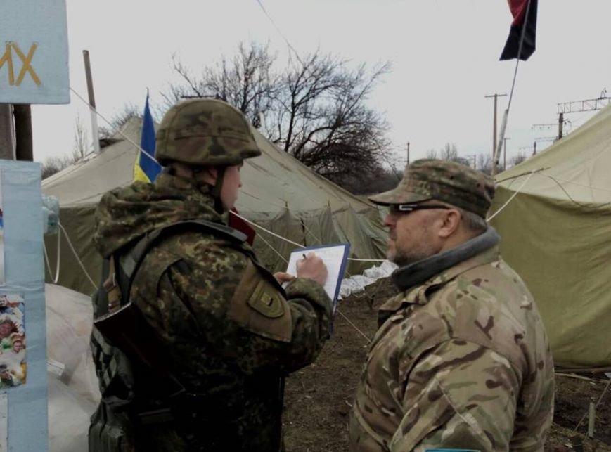"""""""Титушки"""" и """"бабусi"""" напали на участников железнодорожной блокады (ФОТО), фото-2"""