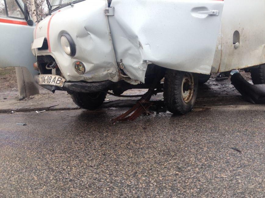 Возле больницы на Космической столкнулись иномарка и «скорая»: есть пострадавшие (ФОТО), фото-3
