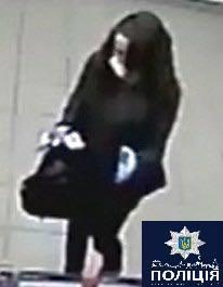 Провоохоронці розшукують дівчину, яка вчинила розбійний напад на працівників кредитної спілки, фото-1