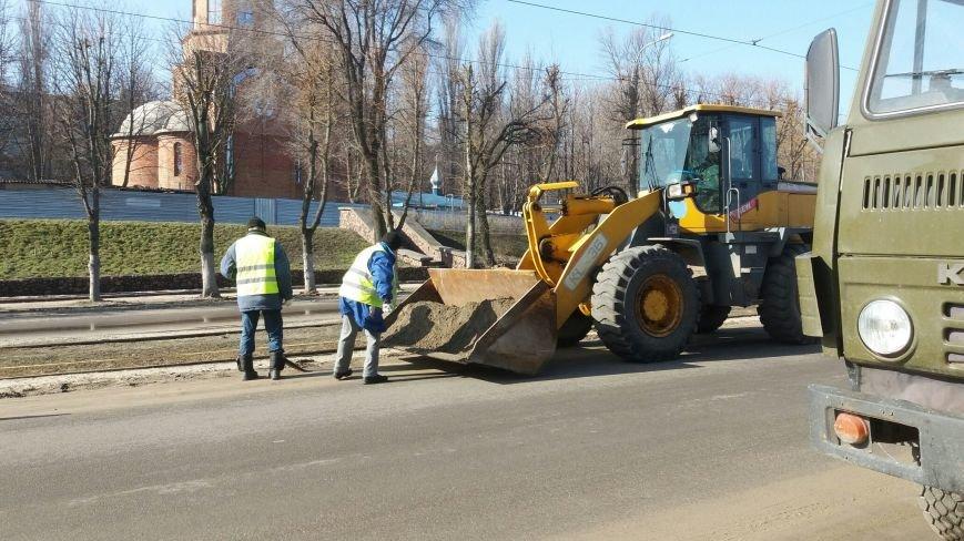 Коммунальщики приводят в порядок дороги Каменского, фото-1