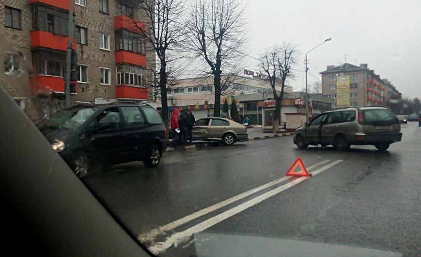 В Полоцке рядом с «Домом торговли» столкнулись два авто. ФОТОФАКТ, фото-1