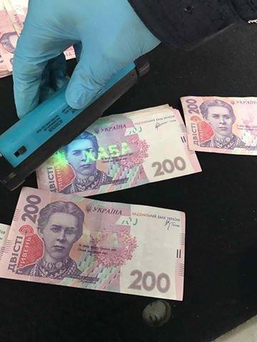 В Ужгороді на хабарі у 2 тисячі доларів затримали працівника відділу поліції: фото, фото-4