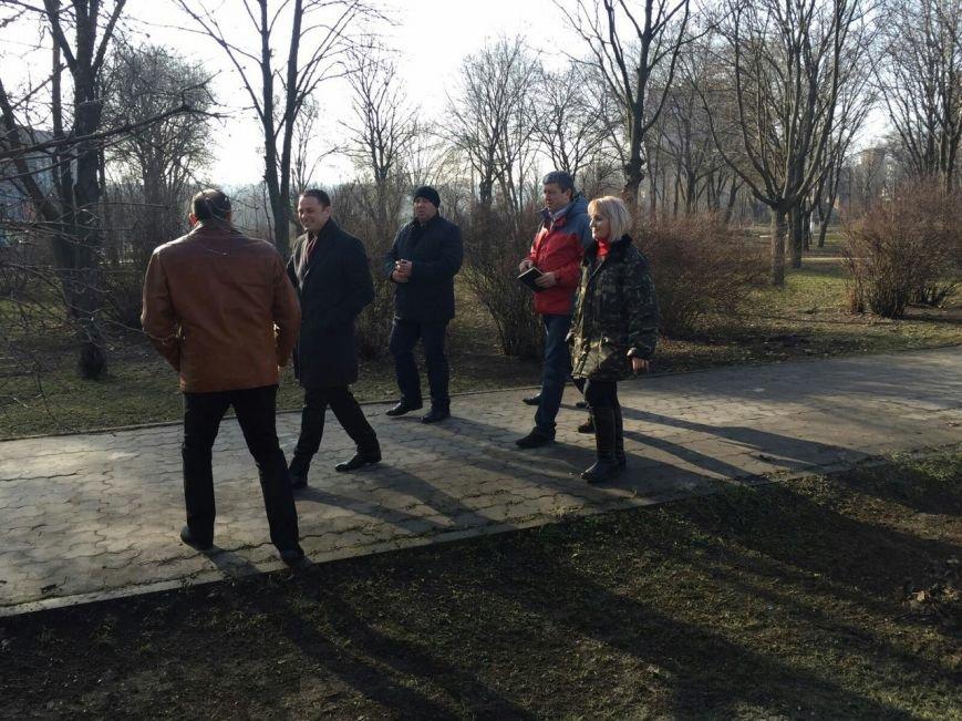 Мэр Каменского проверил состояние городских скверов и парковых зон, фото-1