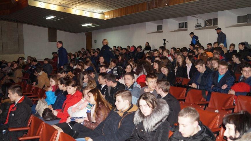 В Павлограде полицейские развлекали выпускников песнями, фото-4