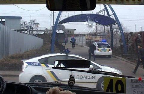 """У Києві чоловік викрав """"маршрутку"""" з пасажирами, підстрелив патрульного і протаранив два авто: фото, фото-2"""