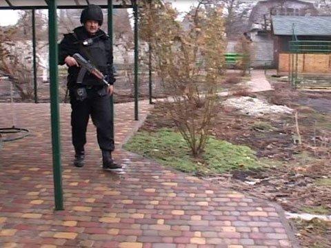 """У Києві чоловік викрав """"маршрутку"""" з пасажирами, підстрелив патрульного і протаранив два авто: фото, фото-3"""