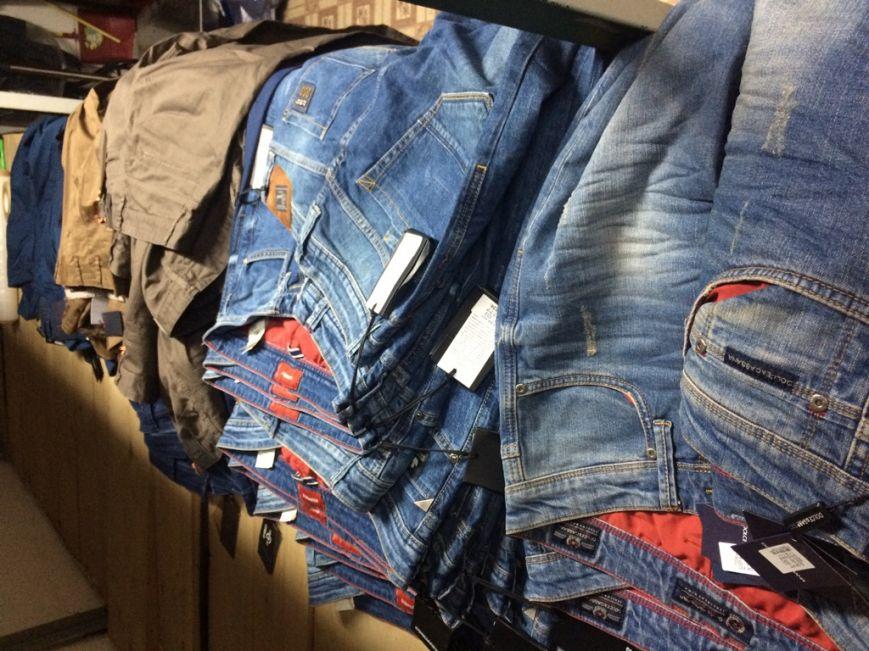 Таможенники в херсонском аэропорту изъяли фирменные джинсы из Стамбула (фото), фото-1