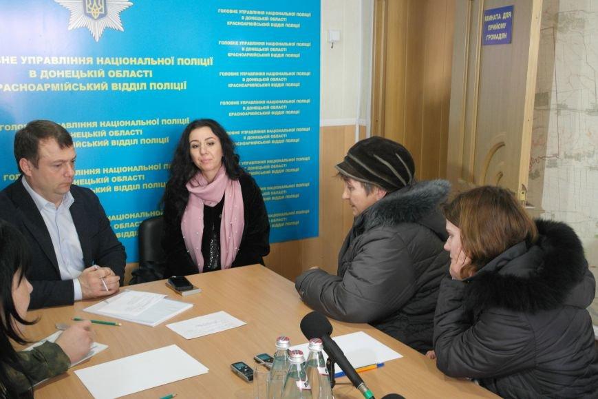 В Покровске мэр города и начальник отдела полиции решали проблемы горожан, фото-1