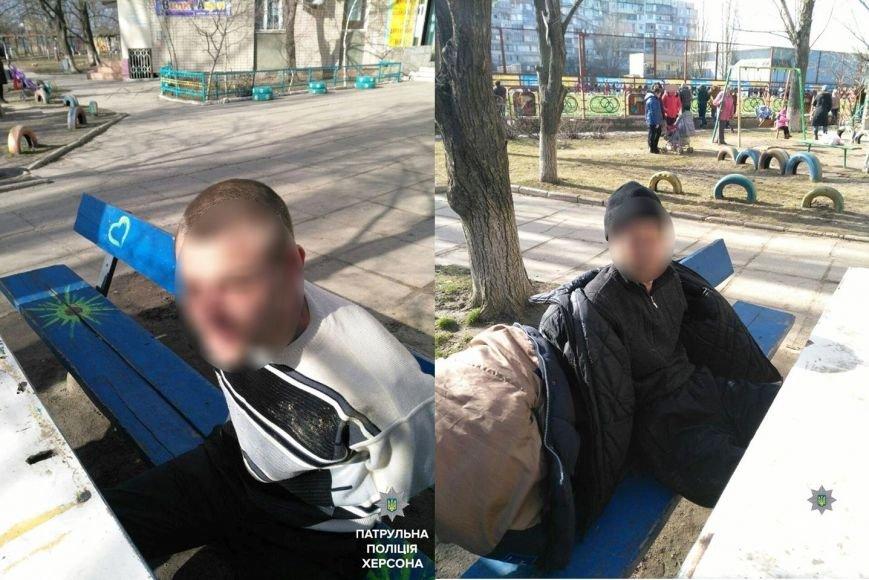 У Херсоні патрульні затримали двох чоловіків, які вживали наркотики (фото), фото-1