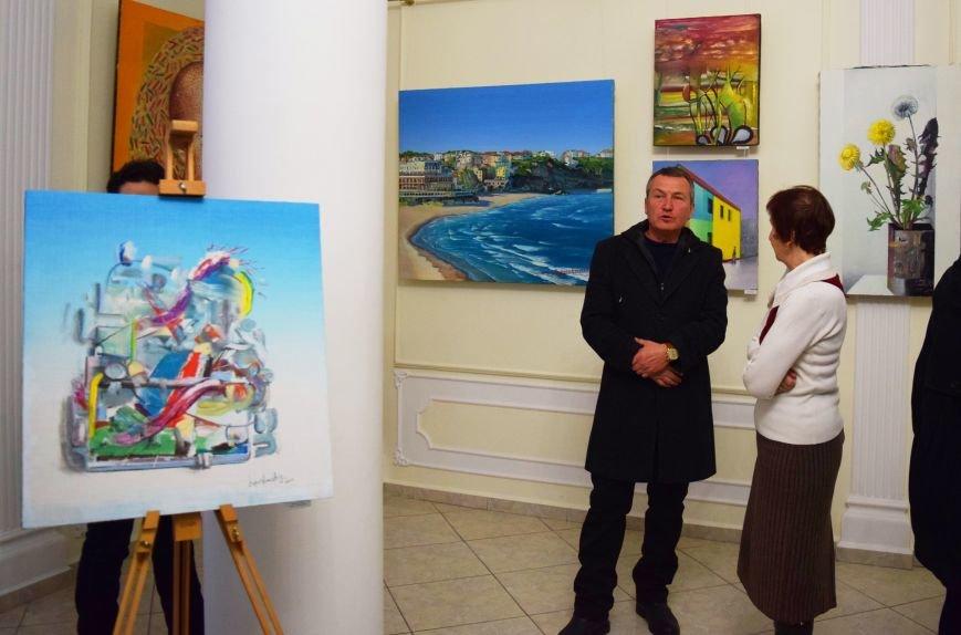 «Кордебалет Красок»: в Черноморске открылась выставка картин Константина Лопушанского (фото), фото-1