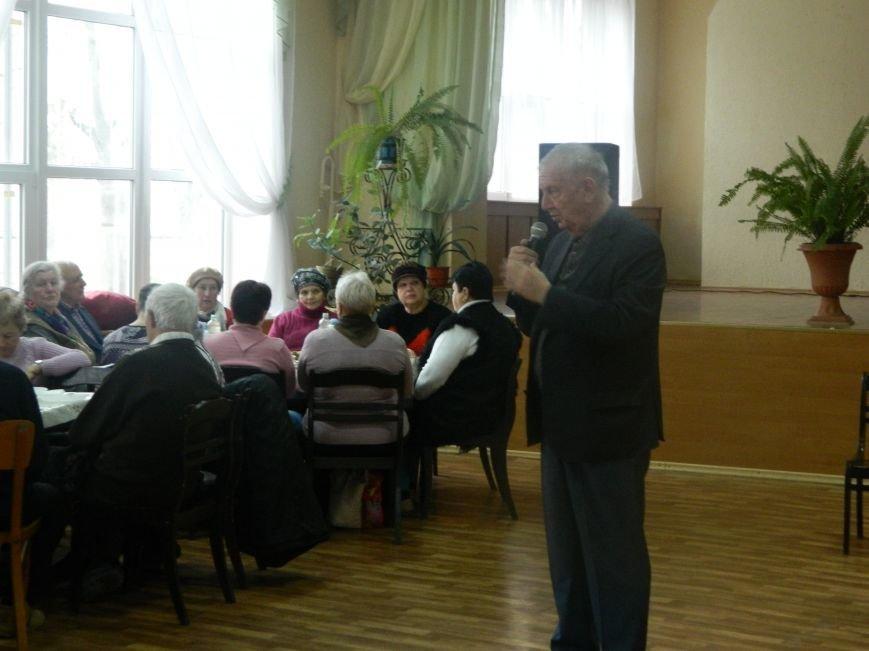 Несколько сотен жителей Черноморска приняли участие в благотворительных обедах (фото), фото-1