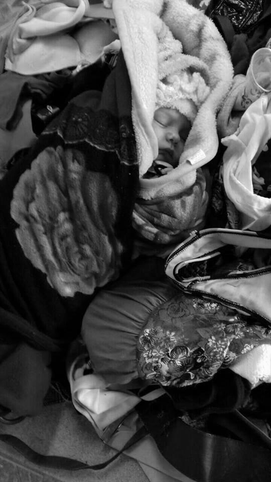 Закарпатка залишила 1-місячну дитину у кошику з секонд-хендом: фото