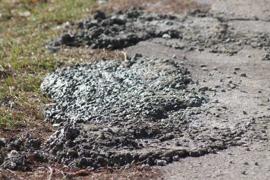 Не дочекавшись комунальників, ужгородці зробили «ремонт» тротуару Минайської: фоторепортаж, фото-4