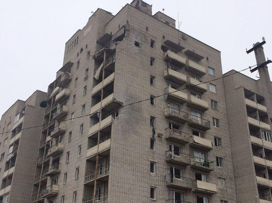 Количество домов, пострадавших во время вчерашнего обстрела Авдеевки, растет (фото), фото-5