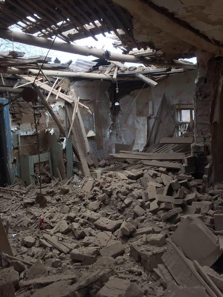 Количество домов, пострадавших во время вчерашнего обстрела Авдеевки, растет (фото), фото-3