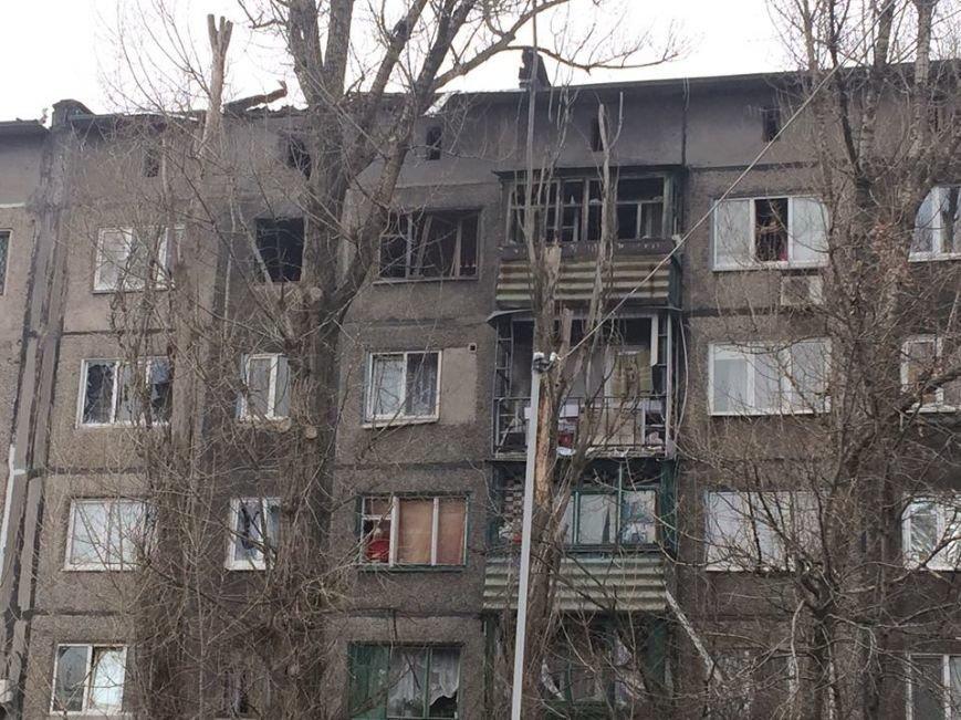 Количество домов, пострадавших во время вчерашнего обстрела Авдеевки, растет (фото), фото-1