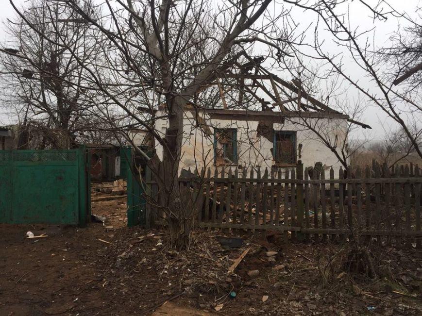 Количество домов, пострадавших во время вчерашнего обстрела Авдеевки, растет (фото), фото-4