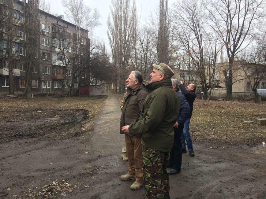 Количество домов, пострадавших во время вчерашнего обстрела Авдеевки, растет (фото), фото-2